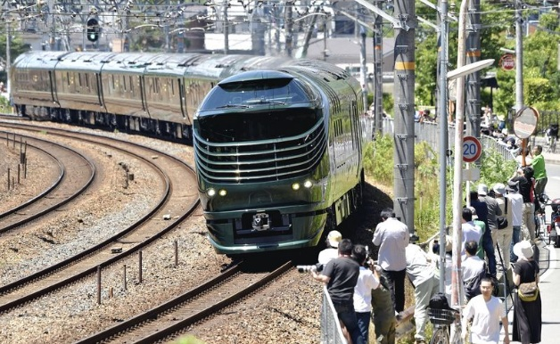 Роскошный спальный поезд Mizukaze дебютировал в Осаке