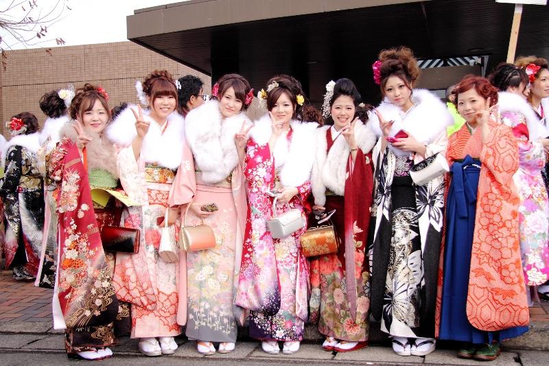 Все больше иностранцев среди новоиспеченных совершеннолетних в Токио