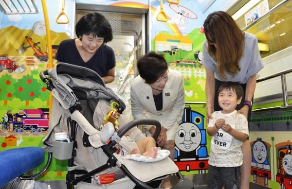 Метрополитен Токио запускает специальные вагоны для семей с детьми