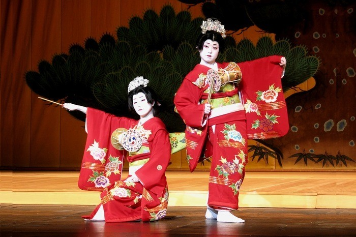 the importance of dance in japanese play noh Japan » japanese art » japanese theatre 6 types of japanese theatre posted by john spacey, september 04, 2015 noh is a type of traditional dance-drama performed.