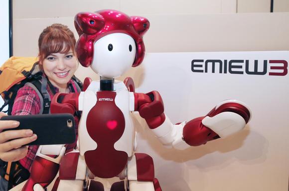 «Хитачи» начала испытания гуманоидного робота EMIEW3 в аэропорту Ханэда