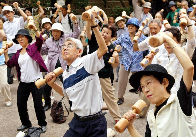 Число японцев старше 65 лет бьет рекордные 34.6 млн. человек