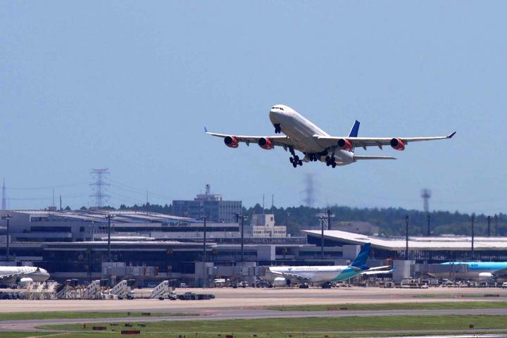 Аэропорт Нарита планирует построить новую полосу и работать дольше